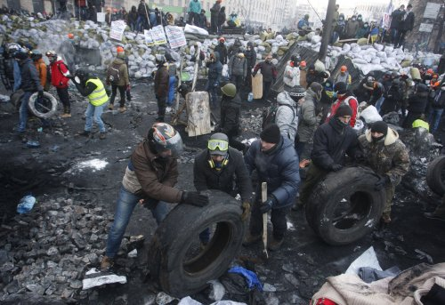 Yanukovych signs repeal of anti-protest law