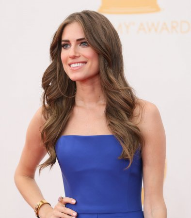 'Girls' star Allison Williams is engaged