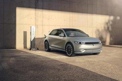 Hyundai unveils new electric crossover Ioniq 5