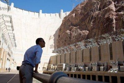 Obama visits Hoover Dam