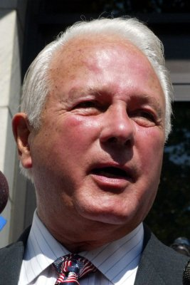 Edwin Edwards leaves house arrest