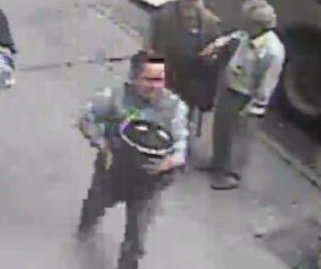 Thief casually walks off with $1.6M bucket of gold in New York