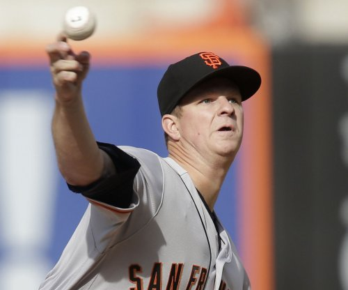 Matt Cain gets rare April win as San Francisco Giants beat Arizona Diamondbacks
