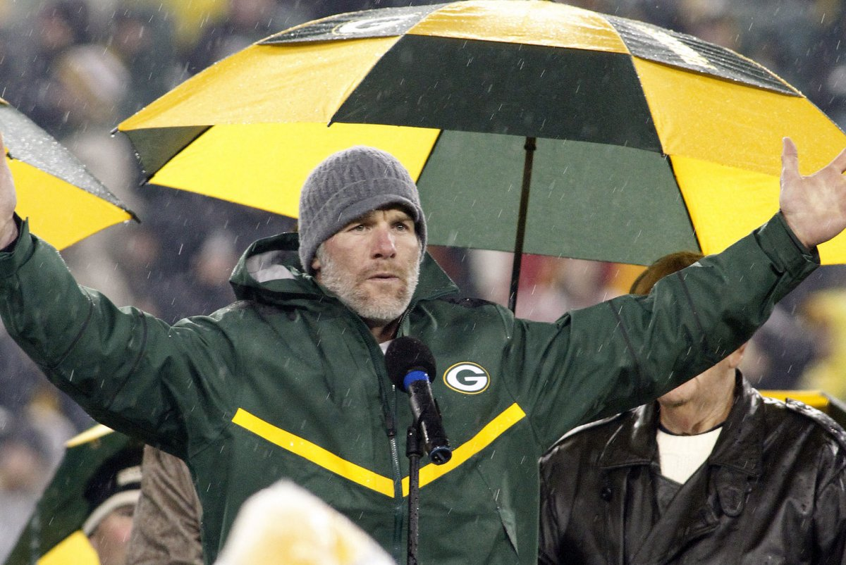 brett favre news photos quotes wiki com watch brett favre is still throwing absolute darts