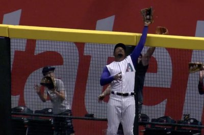 Diamondbacks' Adam Jones nonchalantly steals homer from Braves' Ronald Acuna Jr.