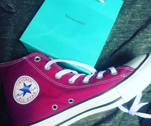 Miranda Lambert celebrates CMA noms by shopping