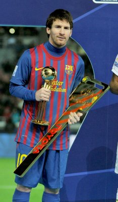 Messi signs new contract with Barcelona