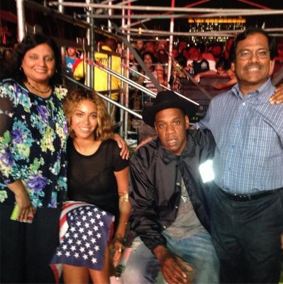 Aziz Ansari's parents pose for pic with Beyonce, Jay-Z
