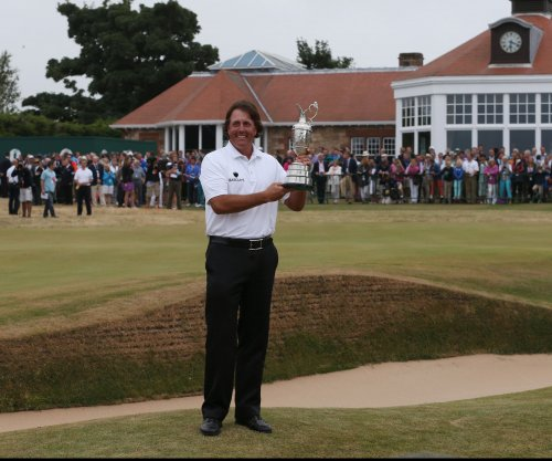 Muirfield to allow female members for first time in 273 years