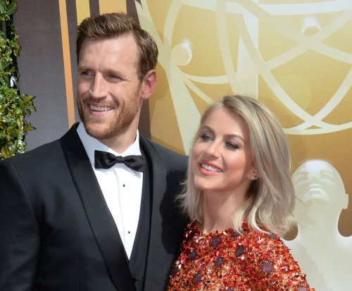 Julianne Hough marries Brooks Laich in intimate, outdoor wedding