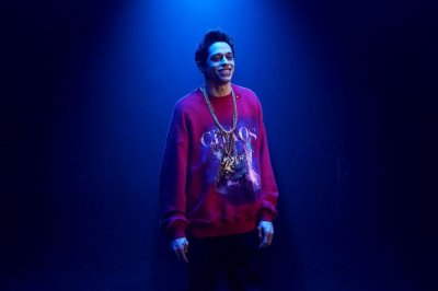 'SNL:' Pete Davidson raps about 'Game of Thrones,' 'Grace and Frankie'