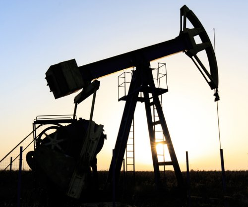 U.S. oil sector downturn lifts crude oil prices