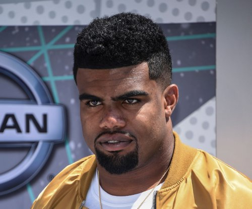 "Ezekiel Elliott calls visit to marijuana shop ""learning experience"""