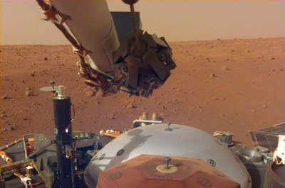 InSight's robotic arm ready for some lifting on Mars