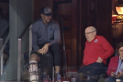 Redskins QB Alex Smith sports large leg brace at Wizards game