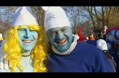 Nearly 3,000 Germans don Smurf costumes for Guinness record