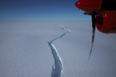 Iceberg size of Los Angeles breaks off from Antarctica