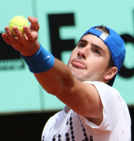 Hometown fave Isner takes Winston-Salem