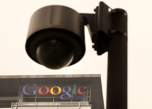 Google defends Android tracking users