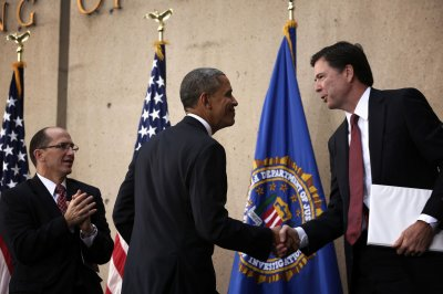 Obama praises FBI chief Comey, pledges to shield agency from politics