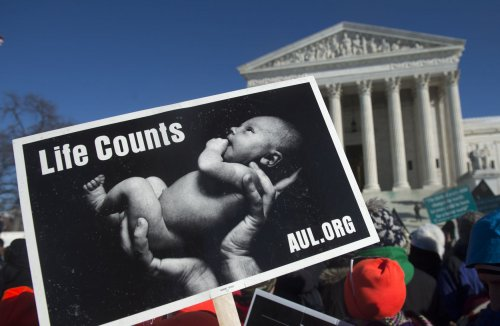 Supreme Court strikes down Mass. buffer zones around abortion clinics