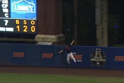 College World Series: Gators advance on homer off of glove