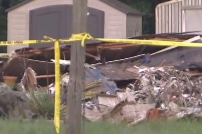 2 dead after plane crashes into North Carolina home