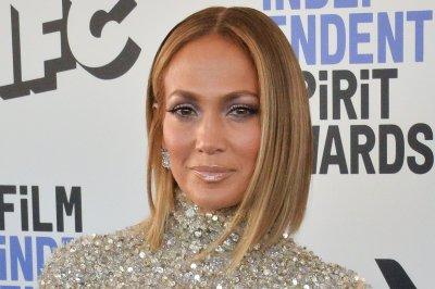 Jennifer Lopez, Maluma tease music collaboration