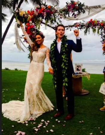 Matthew Morrison shares wedding photo with wife Renee Puente
