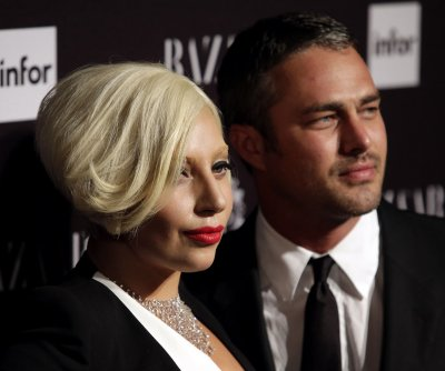 Lady Gaga denies pregnancy rumors in concert