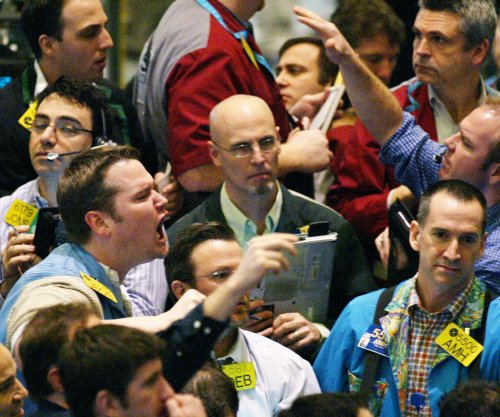 Oil prices drift lower on U.S. GDP