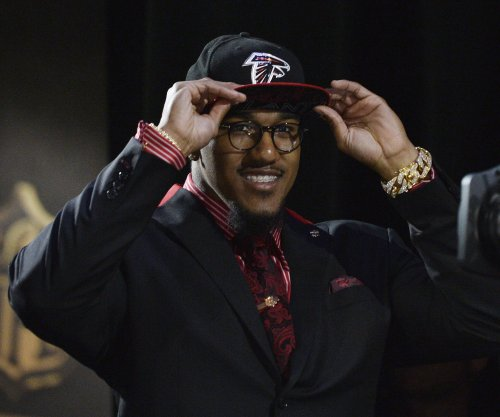 Vic Beasley's arrow pointing downward for Atlanta Falcons