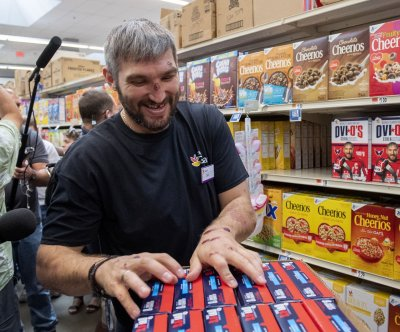 Capitals' Alex Ovechkin visits store, classroom on 'Ovi O's' cereal tour