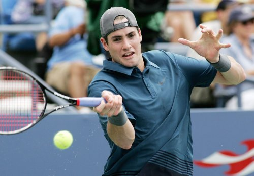 Isner powers Americans to win over Sweden