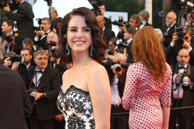 Lana Del Rey details 'Honeymoon' album, 'Big eyes' song