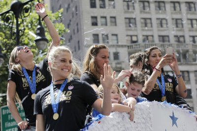 U.S. women's soccer team welcomed to NYC with ticker-tape parade