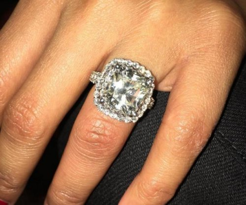 Nicki Minaj displays large diamond ring from boyfriend Meek Mill