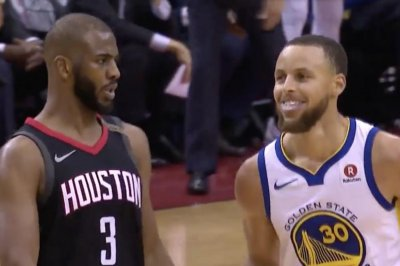 Rockets' Paul hits shot, mocks Warriors' Curry with shimmy