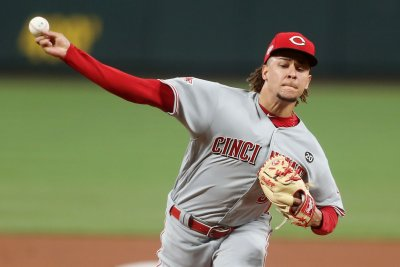 Reds' Luis Castillo flirts with no-hitter in win over Brewers
