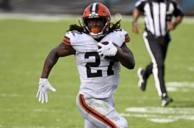 Browns RB Kareem Hunt to miss at least month with calf injury