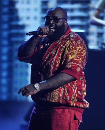 Rick Ross escorts Adrien Broner to ring [VIDEO]