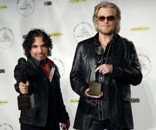 Daryl Hall of Hall & Oates, wife Amanda to divorce