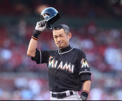Ichiro Suzuki leads Miami Marlins' rally past Arizona Diamondbacks