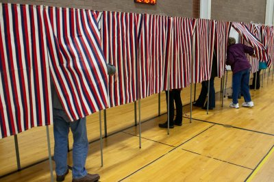 Pew Research Center: 1 in 10 eligible voters in 2020 are naturalized citizens