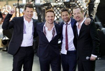 Nick Lachey, brother Drew to star on 'Lachey's Bar'