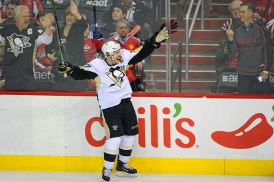 Pittsburgh Penguins top Washington Capitals, clinch home ice in first round