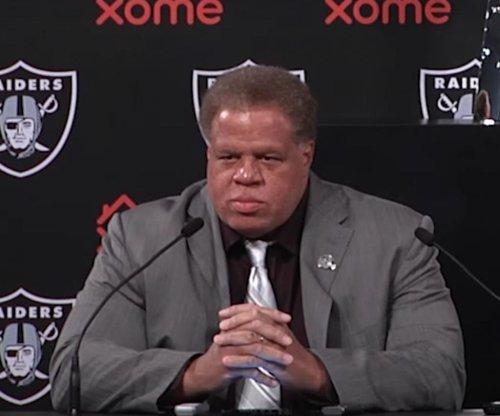 Oakland Raiders GM Reggie McKenzie signs 4-year extension