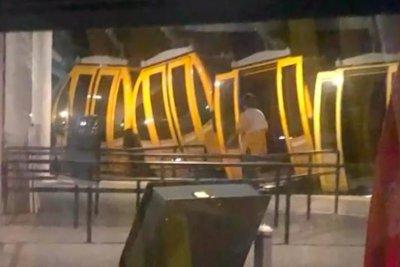 Passengers stranded for hours on Walt Disney World Skyliner gondolas