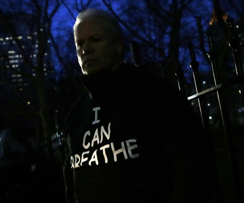 Protesters wear 'I can breathe' shirts at pro-NYPD rally
