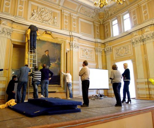 Image of Tsar Nicholas II found beneath portrait of Vladimir Lenin